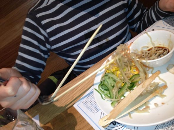 Boy-Invents-New-Chopstick-Method