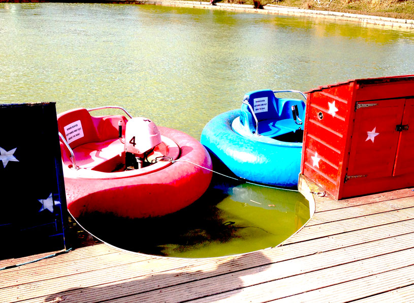 Bumper Boats at the Twinlakes Park