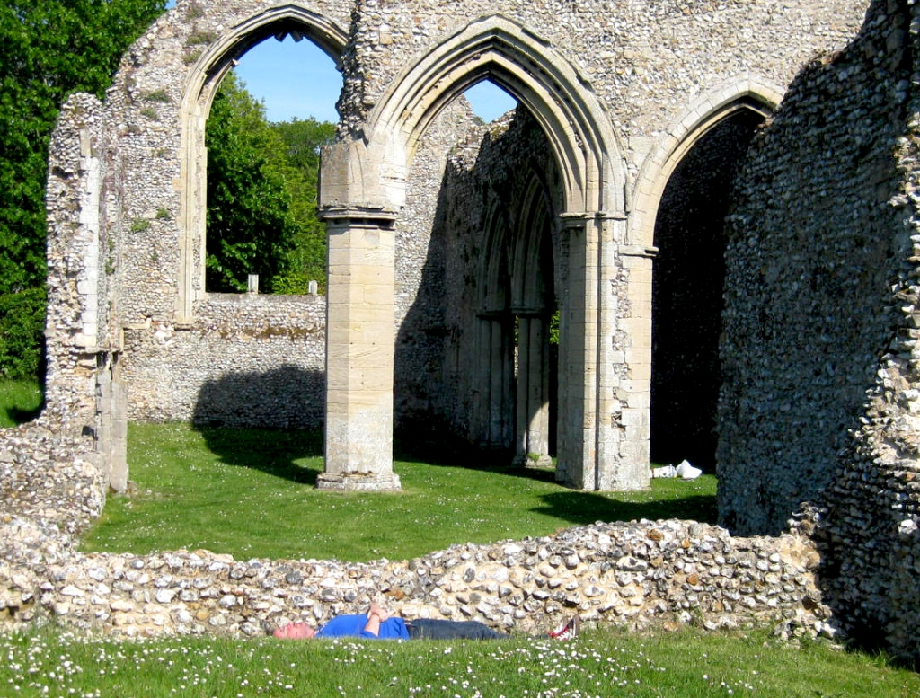 Lunchtime Hide and Seek in the Ruined Abbey